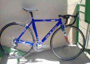 Bicicleta de carrera barata.