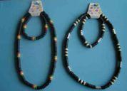 Conjunto collar y pulsera  artesanales en resina  $ 1.000 c/u.