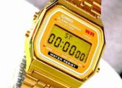 Exclusivo reloj tipo casio dorado