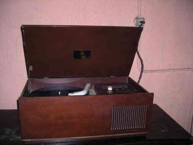 tocadisco vitrola con radio IRT FUNCIONANDO chillan