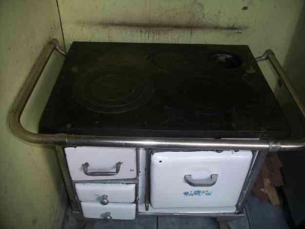 Se vende estufa a leña chica de  3 platos
