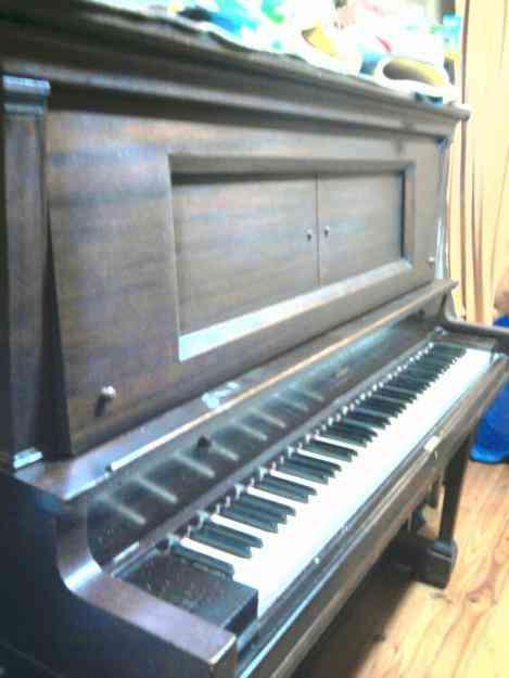 VENDO PIANO VERTICAL AMERICANO DE ESTUDIO
