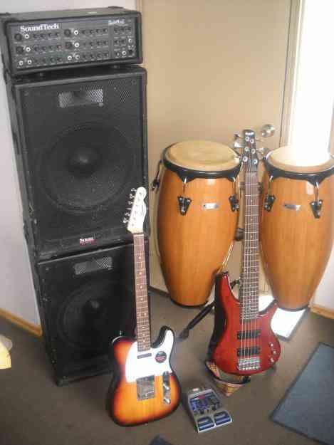 Bajo, Amplificador, 2 parlantes de 15, guitarra telecaster(nueva)+pedalera, congas(nuevas)