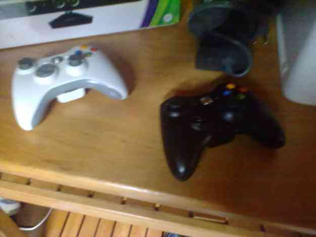 xbox 360 arcade + kinect + 2 controles + 3 juegos