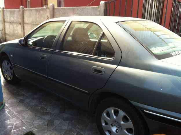 Amplio y elegante auto peugeot 406