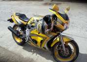 Vendo moto de velocidad yzf 400 cc.