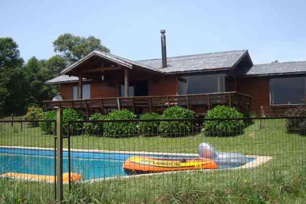 Arriendo casa de campo con piscina capacidad 6 personas for Casas de campo con piscina