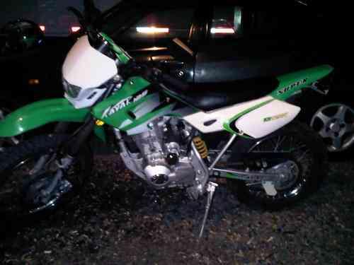 moto modelo en duro marca kayat motor 125 cc poco uso