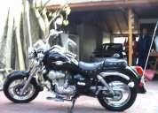 Vendo moto um esticlo californiana, cascos y chaqueta incluida