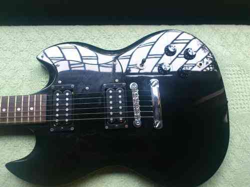 Guitarra Electrica Squier By Fender, Modelo SG + ACCESORIOS