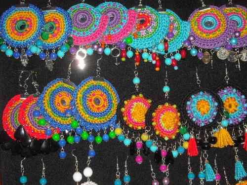 Aros, pendientes crochet borlas, espejitos  diseño hippie