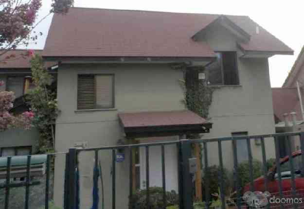 Linda casa en Alto Macul, límite Peñalolén, 275 m2 terreno, 4 dormitorios.  4800 UF