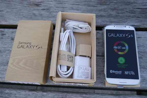 SAMSUNG GALAXY S4 $400 USD / APPLE IPHONE 5 $400 USD (Skype: angolaphonestore)