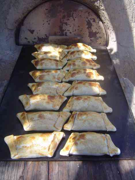 joel vega  vendo empanadas de horno