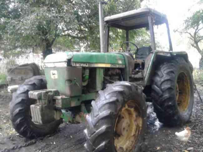 tractor jondeere modelo 2140 4x4