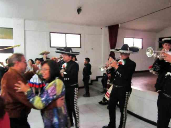 no te vas a repentir somos los mejores sal y tequila mariachis