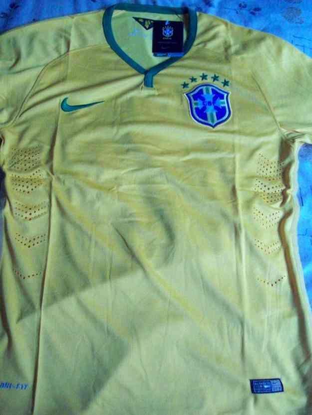 Camiseta Brasil. Modelo Mundial 2014