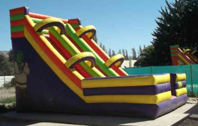 vendo 2 Juegos Inflables gigantes de 5 m de altura con turbina