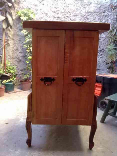 Mueble de roble pell n coihue oregon raul san ram n for Muebles para colecciones