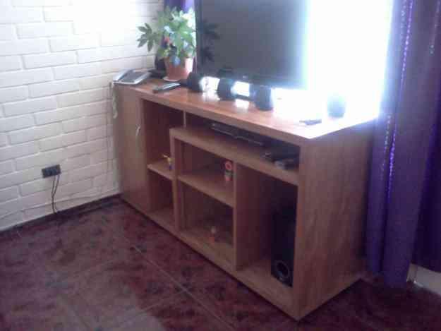 Vendo hermoso y fin simo rack madera no de prensado for Vendo muebles jardin