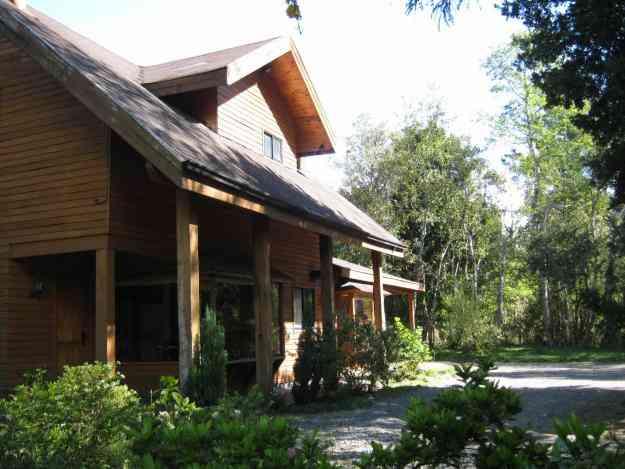Hermosa Casa en parcela  para 12 personas a 7 min de Pucon a 50 mts Río Trancura