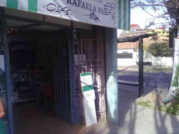 LOCAL PARA LIBREIRA BAZAR, A PASOS DE 4 COLEGIOS !!!