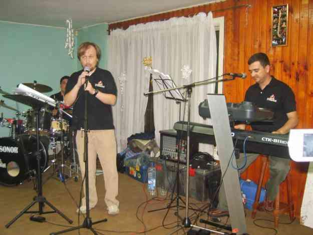 Banda fiesta, tecladista, percucion, vocalista animador,grupo,amplificacion,casamientos.