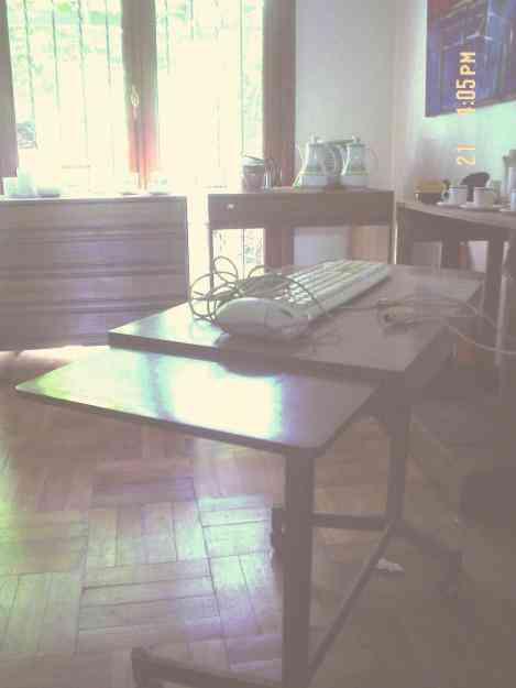 Mesitas de escritorio con ruedas y mesas cuadradas las condes hogar jardin muebles - Mesa escritorio con ruedas ...