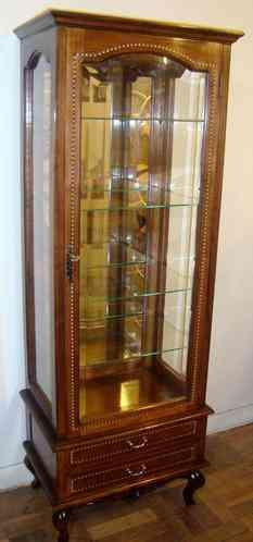 Vitrina reina ana con vidrio biselado de madera de raul - Vitrinas de madera y vidrio ...