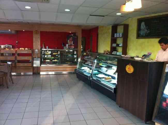 Atención de Cafetería y Pastelería Las Condes