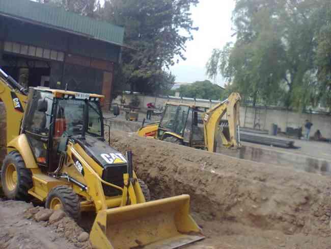arriendo retroexcavadora en todo stgo 27098271 demoliciones limpieza de terreno  venta estabilizado